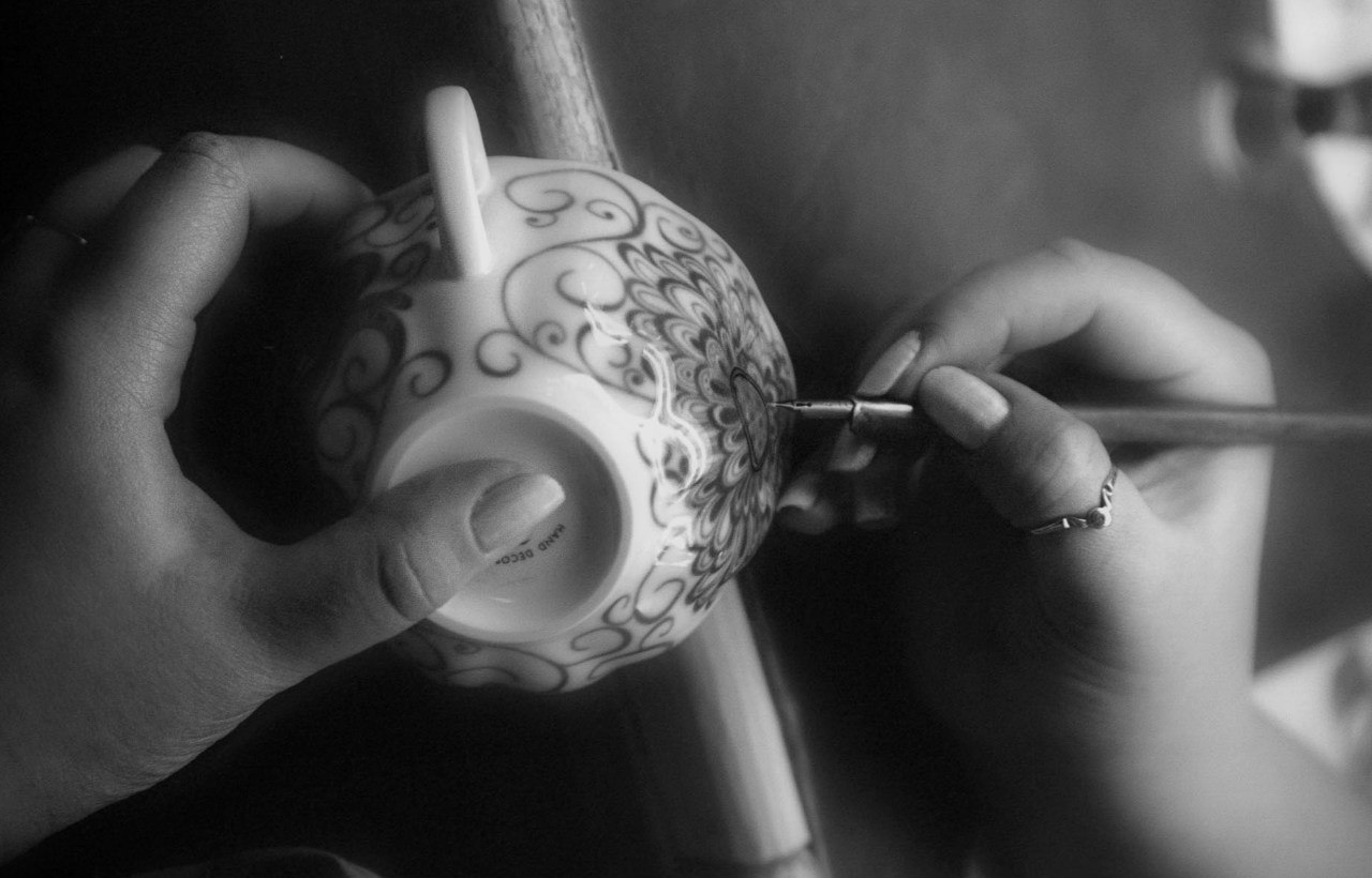 Hand painting with a pen