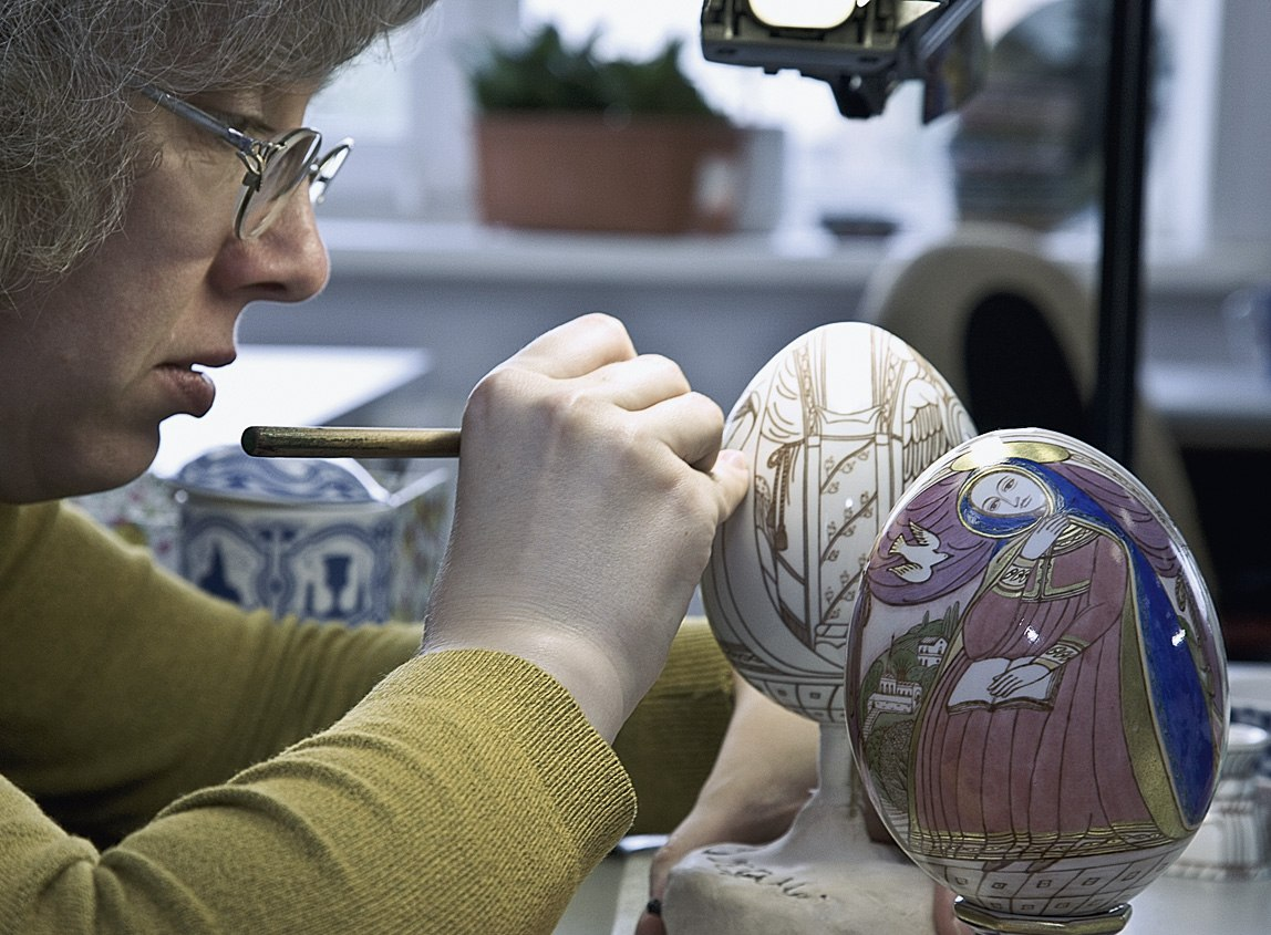 Overglaze hand painting with pen